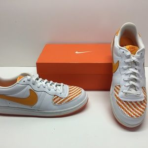 Nike Legend UT Volunteers Shoes Women 12